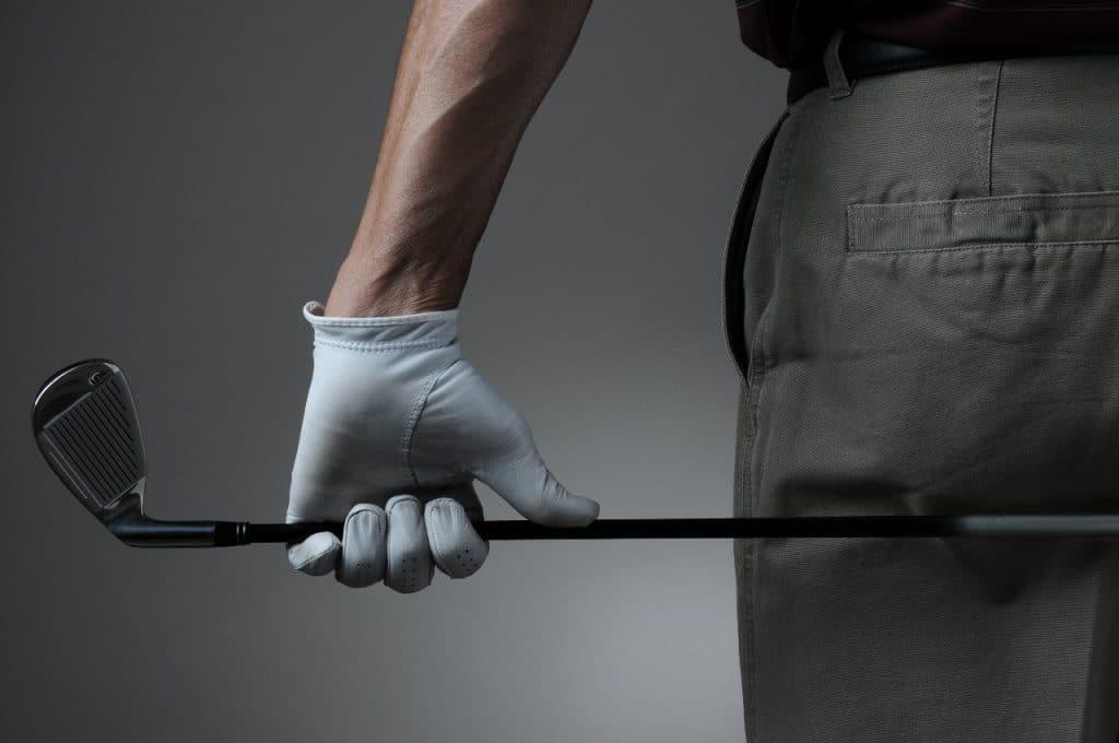 why do golfers only wear one glove